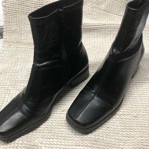 Naturalizer black boots